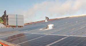 Ecosfer pose 800 m2 de panneaux sur une étable