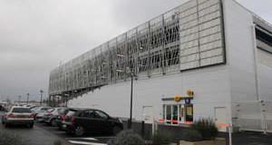 A Thionville, trois niveaux de parking en acier sur un centre commercial