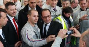 A l'usine de moteurs PSA Trémery, François Hollande promet la croissance et invoque le turbo