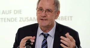 Roger Cayzelle, président de Conseil économique, social et environnemental de Lorraine <p>« <em> Les dirigeants politiques font du transfrontalier quand ils n'ont plus rien d'autre à faire </em>» </p>