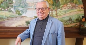 Henri Boguet, le maire qui défie la préfecture pour protéger les abeilles