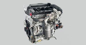 Emmanuel Macron soutient le site lorrain de PSA, candidat à l'assemblage de nouveaux moteurs à essence