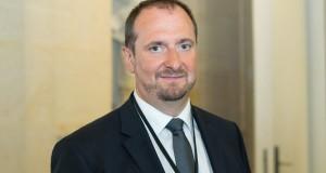 Christophe Arend, député (LREM) de la Moselle et président du bureau français de l'assemblée parlementaire franco-allemande<p>« <em>Lorsque les frontières rouvriront, il faudra poser les mêmes règles sanitaires de chaque côté</em> »</p>